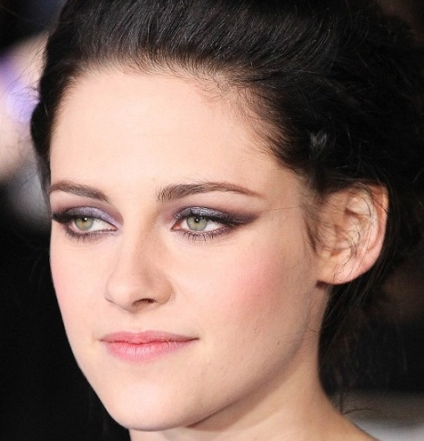 kristen stewart makeup looks red carpet 7