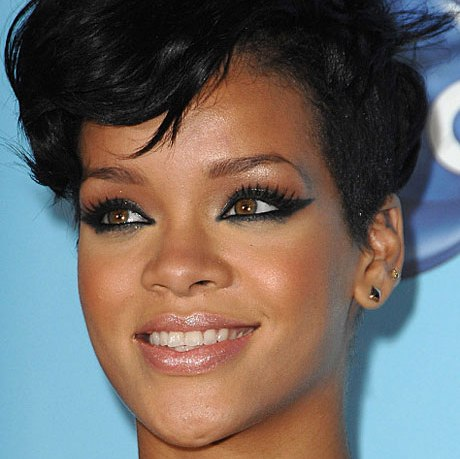 rihanna-with-dark-smoky-eye-makeup-at-2008-american-music-awards