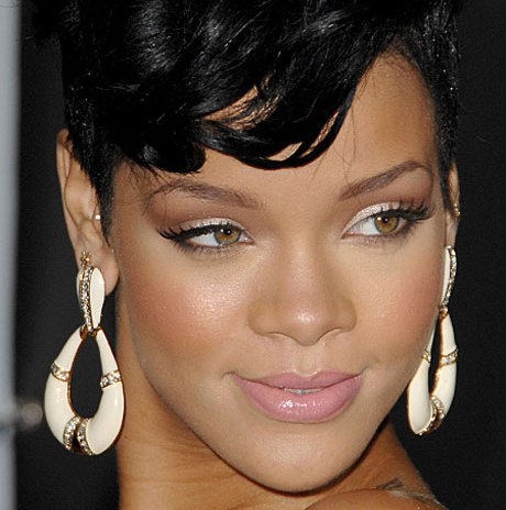 rihanna-with-shimmery-soft-makeup-at-2008-american-music-awards
