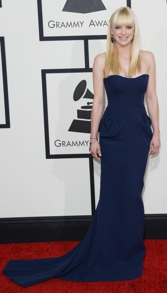 anna-faris-grammys-2014-red-carpet-01