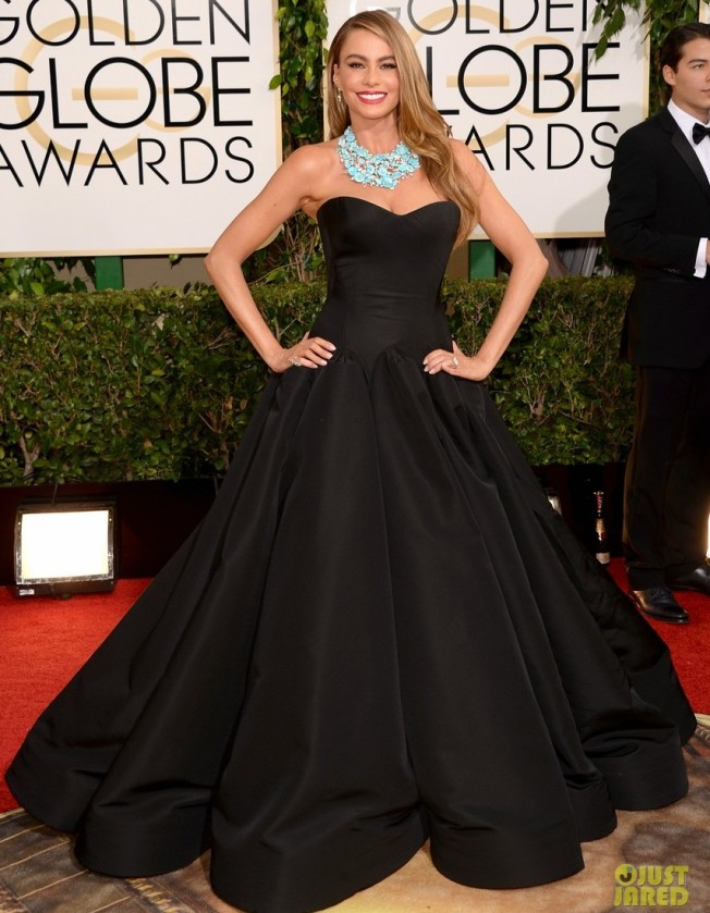 sofia-vergara-golden-globes-2014-red-carpet-03Sofia is wearing a Zac Posen dress with Brian Atwood shoes and Lorraine Schwartz jewelry.