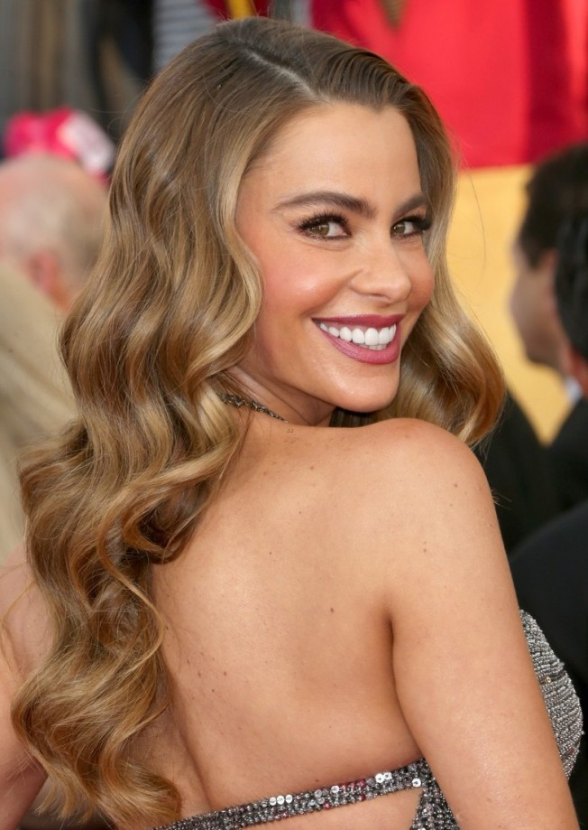 sofia-vergara-julie-bowen-sag-awards-2014-red-carpet-13